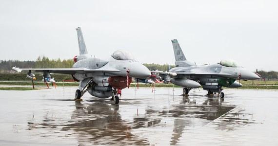 Minister obrony Tomasz Siemoniak spodziewa się dalszej obecności amerykańskich sił powietrznych w Polsce po zakończeniu obecnych ćwiczeń rotacyjnych z udziałem 12 amerykańskich samolotów F-16 w bazie lotnictwa w Łasku.