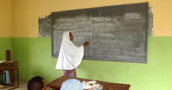 Ponad 100 dziewcząt porwali wczoraj wieczorem w Nigerii islamiści z ugrupowania Boko Haram. To uczennice liceum w stanie Borno w północno-wschodniej części kraju. O uprowadzeniu nastolatek poinformowało dzisiaj źródło w siłach bezpieczeństwa, na które powołuje się agencja AFP.