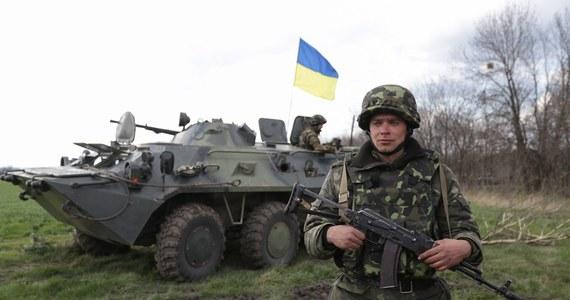 Jednoznacznego potępienia ukraińskiej operacji na wschodzie kraju zażądał od sekretarza generalnego ONZ prezydent Rosji Władimir Putin. Siły ukraińskie rozpoczęły we wtorek operację przeciwko separatystom, okupującym komisariaty milicji i inne budynki władz. Oddziały specjalne odbiły lotnisko w Kramatorsku. Podczas szturmu zginęło czterech rebeliantów, dwóch zostało rannych.