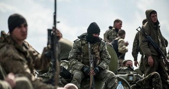 Według agencji Interfax-Ukraina, w nocy ze środy na czwartek przerwano szturm na jednostkę ukraińskich wojsk wewnętrzych w Mariupolu, na południowym wschodzie Ukrainy. Do późnych godzin nocnych słychać było strzały z broni automatycznej.