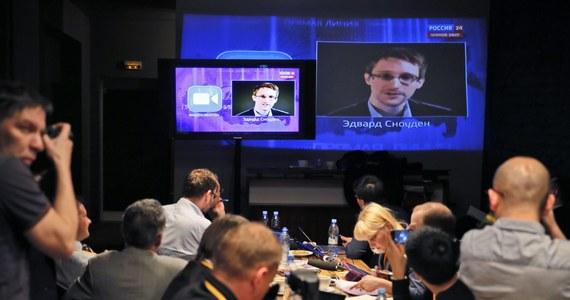 """Fala krytyki spadła na Edwarda Snowdena za udział we wczorajszej telekonferencji prezydenta Rosji. Na Twitterze nazwano go nawet """"pudlem Władimira Putina"""". Były pracownik CIA po ujawnieniu informacji o inwigilacji elektronicznej prowadzonej przez amerykańską Agencję Bezpieczeństwa Narodowego (NSA) otrzymał azyl w Rosji."""