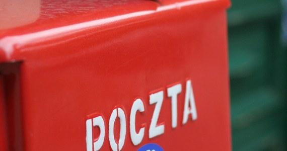 """W okresie przedświątecznym Poczta Polska nie nadąża z dostarczaniem przesyłek. Również tych z żywnością i ubraniami, które w ramach pomocy dla Ukrainy miały trafić tam za darmo - pisze """"Gazeta Wyborcza"""". """"Nie spodziewaliśmy się takiego odzewu"""" - tłumaczą się pocztowcy."""