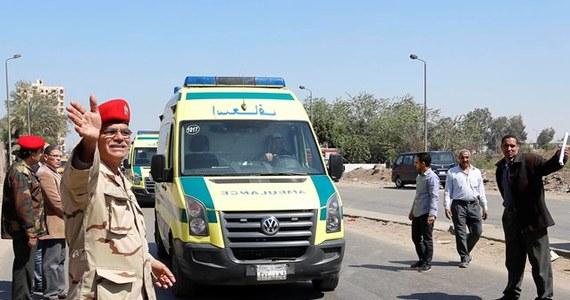 Bomba wybuchła w piątek wieczorem na skrzyżowaniu w Kairze i zabiła policjanta - poinformowały media w Egipcie. Jak dodały, jeszcze trzy osoby, w tym drugi funkcjonariusz policji, zostały ranne.