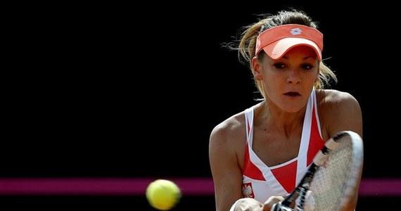 Polskie tenisistki, by wygrać baraż o awans do Grupy Światowej Pucharu Federacji z Hiszpankami, potrzebują dwóch zwycięstw. Niedzielne zmagania w ekipie biało-czerwonych rozpocznie o godz. 11 Agnieszka Radwańska, która zmierzy się z Marią Teresą Torro-Flor.
