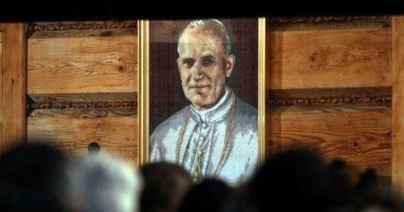 Bezdomni, podopieczni placówek prowadzonych przez albertynki i albertynów, pojadą do Watykanu na kanonizację Jana Pawła II i Jana XXIII. Wyjazd udało się sfinansować dzięki dobroczyńcom oraz zbiórce plastikowych nakrętek.