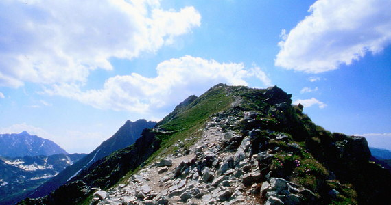 Nie żyje turystka, która spadła stromym zboczem w Tatrach. Jak ustalił nasz reporter Maciej Pałahicki, kobieta razem z koleżanką wybrała się na Przełęcz Krzyżne.