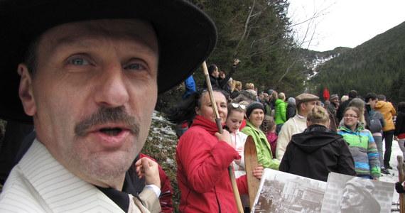 Narciarstwo w stylu retro można było podziwiać w Poniedziałek Wielkanocny w Suchym Żlebie na Kalatówkach w Tatrach, gdzie po raz 16. odbyły się zawody na starym sprzęcie narciarskim o Wielkanocne Jajo im. Krystyny Behounek.