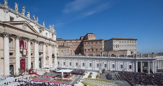 Począwszy od nocy ze środy na czwartek, w Rzymie stopniowo ograniczany jest ruch wokół Watykanu i rozpoczynają się kontrole - tak Wieczne Miasto przygotowuje się do bezprecedensowego napływu wiernych z całego świata na kanonizację Jana Pawła II i Jana XXIII.