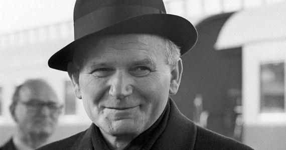 Karol Wojtyła był inwigilowany przez komunistyczne służby specjalne od końca lat 40. aż do upadku PRL.  Jako biskup krakowski był nieustannie obserwowany przez agentów SB. Gdy został papieżem, zainteresowanie to wzrosło jeszcze bardziej.