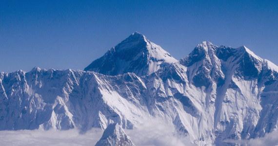 W tym sezonie nie będzie wspinaczek na Mount Everest od strony Nepalu. Taki zakaz wydał rząd tego kraju po zejściu 18 kwietnia lawiny na wysokości ok. 5800 m, w wyniku której zginęło 17 Szerpów.