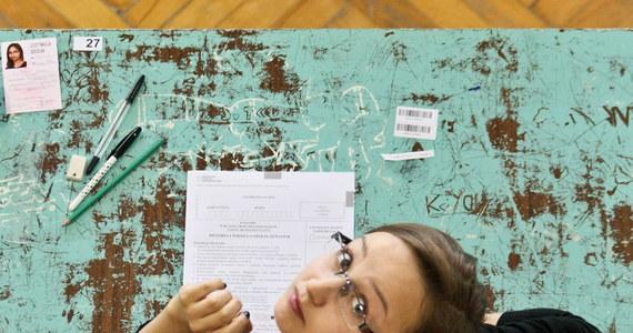 Egzamin gimnazjalny 2014 dobiegł końca! Uczniowie klas III napisali już testy z języków obcych zarówno na poziomie podstawowym, jak i rozszerzonym. Na RMF 24 publikujemy arkusze egzaminacyjne dla poziomu podstawowego oraz odpowiedzi z angielskiego i niemieckiego!