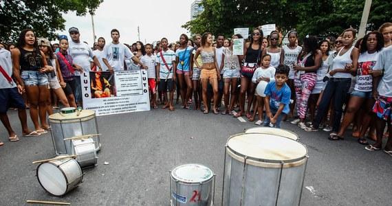 Mototaksówki, tanie hostele, kolekcje ubrań - w fawelach też przygotowują się do tegorocznego mundialu. Najbiedniejsi mieszkańcy Rio de Janeiro chcą przyciągnąć turystów w trakcie piłkarskich mistrzostw świata i zaskakują pomysłowością.