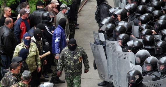 Uzbrojeni terroryści prorosyjscy zajęli prokuraturę obwodową w Ługańsku na wschodniej Ukrainie. Wkroczyli też do lokalnej państwowej stacji telewizyjnej, gdzie zażądali czasu antenowego na odczytanie oświadczenia do mieszkańców regionu.