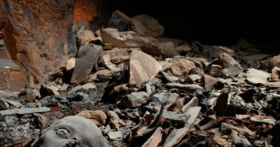 Archeolodzy odkryli w Dolinie Królów koło Luksoru grobowiec zawierający kilkadziesiąt mumii członków królewskiej rodziny sprzed ponad 3300 lat. Archeolodzy odkryli prawie 60 mumii z czasów panowania XVIII Dynastii (1550-1292 r. p.n.e.) oraz pozostałości drewnianych sarkofagów i masek pośmiertnych, przedstawiających rysy twarzy zmarłych.