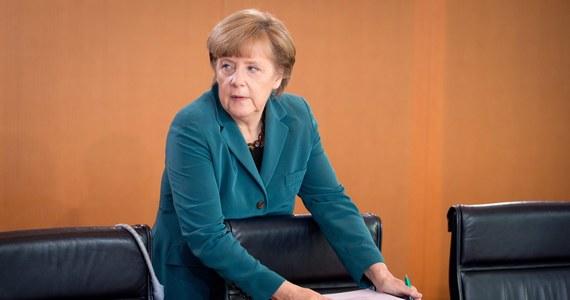 Kanclerz Niemiec Angela Merkel poprosiła prezydenta Rosji Władimira Putina o pomoc w uwolnieniu członków misji obserwacyjnej OBWE. Są oni przetrzymywani przez prorosyjskich separatystów na wschodzie Ukrainy.