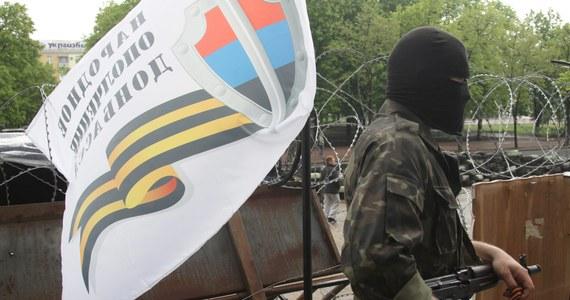 Szturm na budynek obwodowej prokuratury w Doniecku. W akcji wzięło udział ponad tysiąc prorosyjskich separatystów. Demonstranci odebrali ochraniającym budynek milicjantom broń i inny sprzęt. Rannych zostało 15 osób.