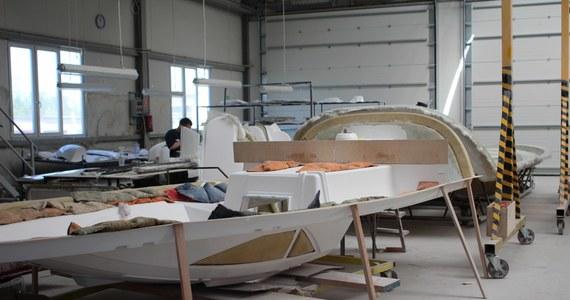 Polskie stocznie przodują w produkowaniu jachtów do dziesięciu metrów długości. Pokażemy Wam, jak tworzy się takie jednostki pływające.