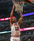 NBA - Joakim Noah przeszedł artroskopię kolana