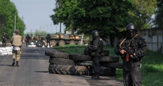 Siły ukraińskie kontynuują działania przeciwko prorosyjskim separatystom na wschodzie kraju. Jak poinformował minister spraw wewnętrznych Arsen Awakow, podczas wymiany ognia w  Ługańsku zginął co najmniej jeden separatysta, a dwaj zostali ranni.