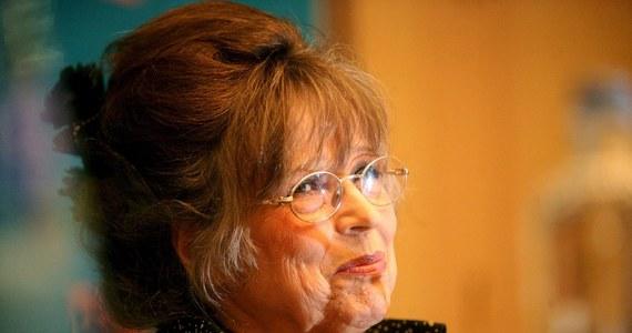 """Wdowa po twórcy """"Mechanicznej pomarańczy"""", Christiane Kubrick otworzyła dziś wraz z producentem Janem Harlanem wystawę prezentującą życie i twórczość jej męża. """"Swoją twórczością Stanley wyprzedził swój czas"""" - mówiła. """"Młodzież rozumie jego filmy znacznie lepiej niż członkowie jego generacji"""" - podkreślała."""