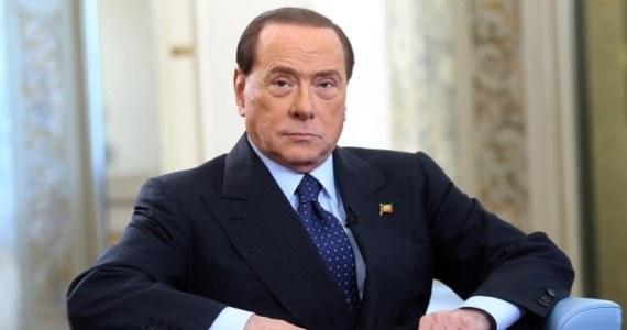 """Były premier Włoch Silvio Berlusconi skazany za oszustwa podatkowe nie powinien pracować społecznie, ale pójść do więzienia lub przebywać w areszcie domowym - twierdzą twórcy apelu do sądu, pod którym w ciągu trzech dni podpisało się ponad 25 tysięcy osób. Z inicjatywą wystąpiło opiniotwórcze pismo włoskiej lewicy """"MicroMega""""."""