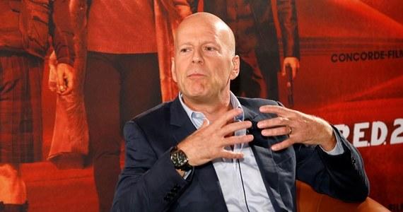 """Bruce Willis po raz piąty został ojcem. Jego żona, modelka i aktorka Emma Heming, urodziła mu córeczkę. """"Mama i dziecko są zdrowe i mają się świetnie"""" - powiedział w środę agencji dpa rzecznik amerykańskiego aktora. To już piąta córka Willisa i druga z obecnego związku."""