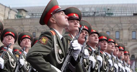 Przez Plac Czerwony w Moskwie przeszła defilada wojskowa z okazji 69. rocznicy zwycięstwa nad hitlerowskimi Niemcami. Odbierał ją prezydent Rosji Władimir Putin.