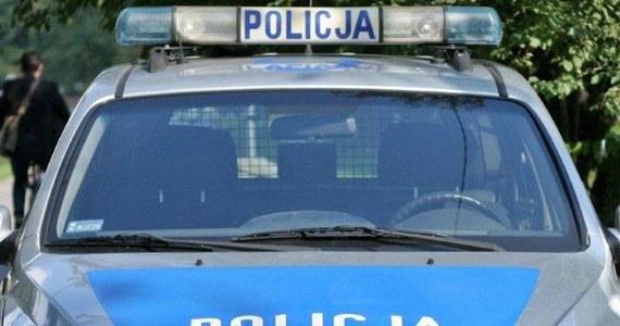 Brutalne zabójstwo w Ostrowcu Świętokrzyskim. Jak ustalił reporter RMF FM Roman Osica, rodzeństwo pobiło na śmierć swoją 75-letnią matkę. 38-letnia kobieta i jej o rok starszy brat zostali zatrzymani. Informację o tej tragedii dostaliśmy na Gorącą Linię RMF FM.