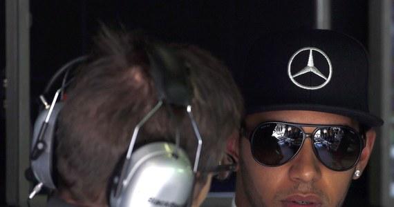 Brytyjczyk Lewis Hamilton z teamu Mercedes GP, wicelider klasyfikacji generalnej Formuły 1 po czterech startach, wygrał oba piątkowe wolne treningi przed niedzielnym wyścigiem o Grand Prix Hiszpanii, piątą rundą mistrzostw świata.
