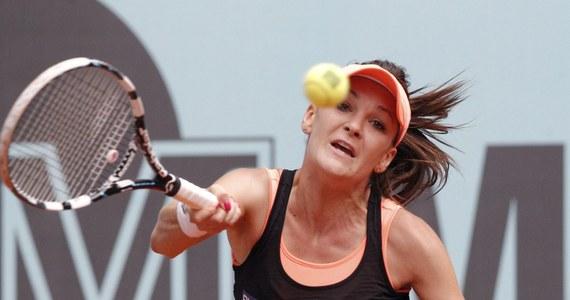Agnieszka Radwańska zagra w półfinale turnieju WTA Tour w Madrycie. Pokonała 6:4, 4:6, 6:4 Caroline Garcię z Francji. Jej kolejną rywalką będzie Rosjanka Maria Szarapowa.