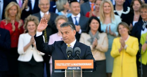 """Wiktor Orban, zatwierdzony w sobotę przez parlament na kolejną kadencję jako premier Węgier, oświadczył, że chce autonomii dla etnicznych Węgrów za granicą, w Europie Środkowej. Zapewniał, popierają oni jego politykę zjednoczenia narodu """"ponad granicami""""."""