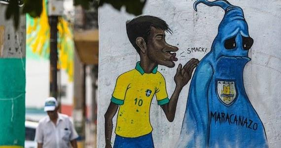 """Najsłynniejsza chyba piłkarska reprezentacja świata, która od lat rozpala serca kibiców nie tylko z Ameryki Południowej. W drużynie """"Canarinhos"""" zawsze znajdziemy wielkie gwiazdy i wyjątkowe postaci - nie inaczej jest tym razem. Ekipa z Neymarem na czele ma jasny cel: złoty medal."""