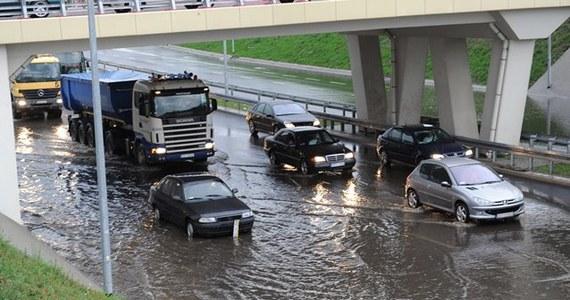 Łowcy Burz, grupa pasjonatów zajmująca się przewidywaniem pogody, przestrzegają, że w dniach 14-18 maja czekają nas bardzo silne opady deszczu. Eksperci przewidują, że może to skończyć się nawet powodzią.