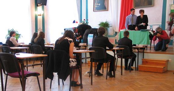Maturzyści rozpoczęli egzamin pisemny z języka niemieckiego. Test na poziomie podstawowym z wybranego języka obcego nowożytnego jest jednym z obowiązkowych egzaminów na maturze.