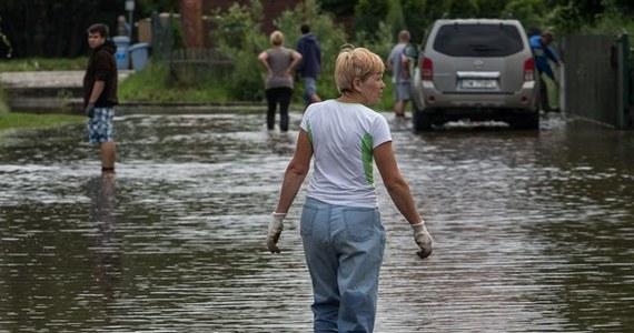 Instytut Meteorologii i Gospodarki Wodnej i Ministerstwo Administracji i Cyfryzacji ostrzegają przed intensywnymi opadami deszczu. Jak podał resort administracji, jest prawdopodobne, że dojdzie do powodzi. Największe wzrosty stanów wody spodziewane są na terenie województw podkarpackiego, małopolskiego, śląskiego, świętokrzyskiego i lubelskiego.