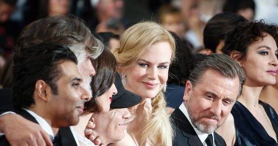 """Francusko-włoska aktorka Chiara Mastroianni i meksykański reżyser Alfonso Cuaron otworzyli w  wieczorem 67. festiwal w Cannes, witając gości po francusku, włosku, angielsku i hiszpańsku. Podczas ceremonii otwarcia pokazano film """"Grace, księżna Monako""""."""