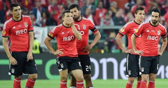 Media w Portugalii i Hiszpanii wyśmiewają przesądy władz, piłkarzy i kibiców Benfiki Lizbona, którzy wierzą w klątwę dawnego trenera Beli Guttmanna. Wskazują, że środowa porażka z Sevillą w finale Ligi Europejskiej to efekt błędów taktycznych i lekkomyślności.