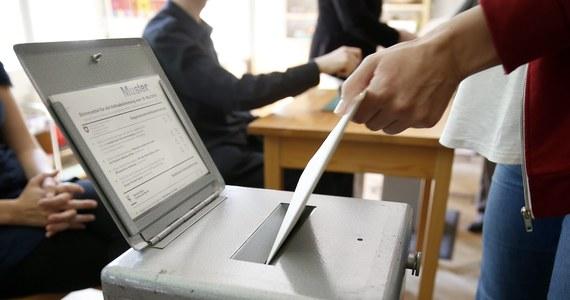 Około 77 proc. Szwajcarów wypowiedziało się w referendum przeciw gwarantowanej ustawą płacy minimalnej w wysokości ok. 22 franków (18,5 euro lub 22 USD) za godzinę - wynika ze wstępnych wyników podanych przez szwajcarskie radio SRF.