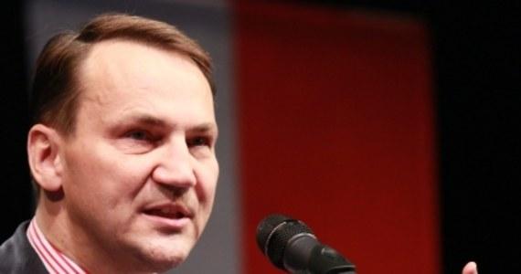 """""""Unia Europejska stoi wobec wyzwań związanych z niepokojami na Wschodzie i prawicowymi populistami za Zachodzie, dlatego zbliżające się wybory do PE są najważniejszymi wyborami od lat"""" – stwierdził minister spraw zagranicznych Radosław Sikorski podczas małopolskiej konwencji Platformy Obywatelskiej w Krakowie. """"Mimo tego, że my Polacy bezpiecznie przeszliśmy kryzys w strefie euro, to dziś stawiamy czoło innym wyzwaniom, niepokojom na Wschodzie"""" - dodał."""
