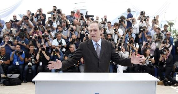 """Owacjami zakończyła się na Festiwalu w Cannes światowa premiera westernu """"The Homesman"""" sławnego Amerykanina Tommy Lee Jonesa, w którym – oprócz tego hollywoodzkiego gwiazdora - grają m.in. Hilary Swank i  Meryl Streep. Recenzenci nie szczędzą pochwał temu wstrząsającemu filmowi, który zrobił też duże wrażenie na francuskim korespondencie RMF FM Marku Gładyszu."""