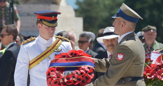 Książę Walii Harry czuł się zaszczycony, mogąc uczestniczyć w bardzo poruszających obchodach 70. rocznicy bitwy o Monte Cassino - czytamy w oświadczeniu rzecznika Pałacu Kensington Nicka Loughrana. Wnuk brytyjskiej królowej Elżbiety II wraz z innym uczestnikami uroczystości na Polskim Cmentarzu Wojennym na Monte Cassino oddał hołd żołnierzom 2. Korpusu Polskiego, bohaterom walk o to wzgórze.