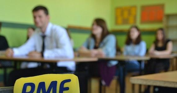 Około 2,3 tys. maturzystów zdawało dziś egzamin z języka francuskiego. Rano napisali test na poziomie podstawowym, po południu pisali egzamin rozszerzony.