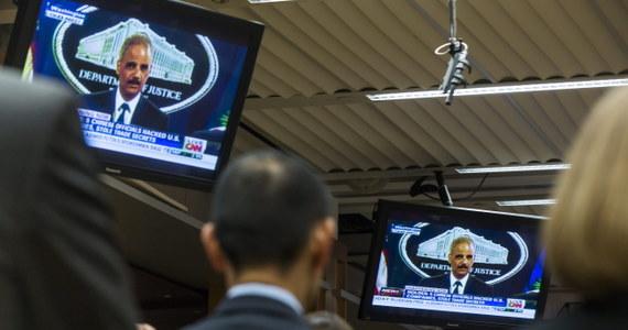 Stany Zjednoczone postawiły pięciu oficerom sił zbrojnych Chin zarzut prowadzenia szpiegostwa komputerowego wobec amerykańskich firm w celu zdobycia tajemnic handlowych. To pierwszy przypadek, by władze USA wystąpiły z publicznym oskarżeniem Chin o cyberszpiegostwo.