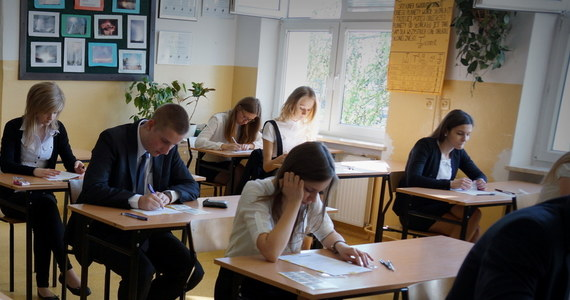 Publikujemy maturalne arkusze z egzaminu z języka hiszpańskiego na poziomie podstawowym i rozszerzonym. Chęć zdawania tego języka na maturze zadeklarowało w tym roku 1200 maturzystów, czyli mniej niż jeden procent wszystkich abiturientów. Blisko 400 uczniów zdecydowało się zdawać egzamin na poziomie rozszerzonym.