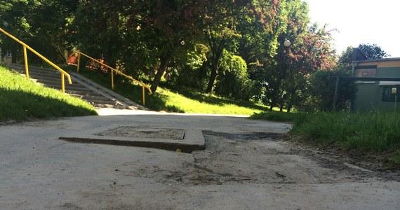 W czerwcu chodnik przy ulicy Różanej w Lublinie zostanie naprawiony. Po interwencji reportera RMF FM Krzysztofa Kota urząd wojewódzki przeznaczył pieniądze na ten cel. Mieszkańcy o remont prosili od 8 lat.