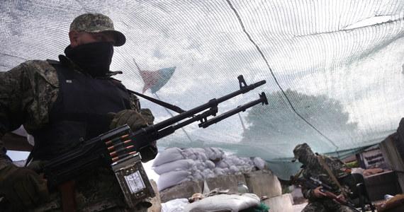 Prorosyjscy separatyści zapowiadają, że nie pozwolą na przeprowadzenie w Doniecku wyborów prezydenckich. Ukraiński MSZ informuje z kolei, że nad ranem na terytorium Ukrainy przedostało się nielegalnie ze strony Rosji pięć ciężarówek i dwa samochody osobowe z uzbrojonymi ludźmi.