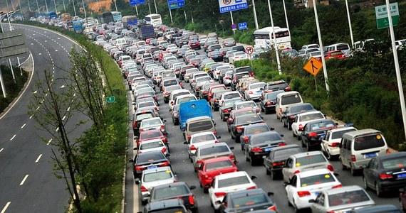 W Sao Paulo, największej metropolii Brazylii i całej Ameryki Południowej powstał korek o łącznej długości 344 kilometrów! Zator utworzył się w piątek wieczorem na ulicach i drogach dojazdowych do miasta.