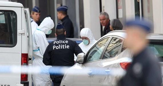 Belgijska policja zatrzymała jedną podejrzaną osobę i poszukuje drugiej w związku ze strzelaniną, do której doszło w sobotę w Muzeum Żydowskim w Brukseli. Oburzenie atakiem, w którym zginęły trzy osoby, wyraziły władze Belgii, społeczność żydowska i Izrael.