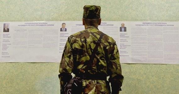 Większość lokali wyborczych na Ukrainie, gdzie trwają w niedzielę wybory prezydenckie, została otwarta punktualnie. Największe problemy są na wschodzie kraju - poinformował przewodniczący Centralnej Komisji Wyborczej (CKW) w Kijowie Mychajło Ochendowski.