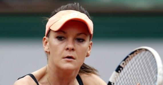 Rozstawiona z numerem trzecim Agnieszka Radwańska pokonała Chinkę Shuai Zhang 6:3, 6:0 w pierwszej rundzie wielkoszlemowego turnieju tenisowego na kortach Rolanda Garrosa w Paryżu. W kolejnej rundzie zmierzy się ze zwyciężczynią pojedynku pomiędzy Francuzką Mathilde Johansson i Czeszką Karoliną Pliskovą.